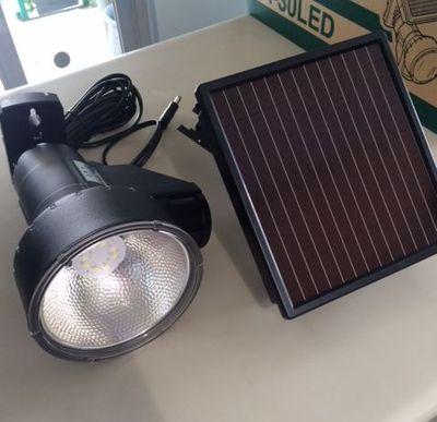 ソーラーセンサーライト1.JPG